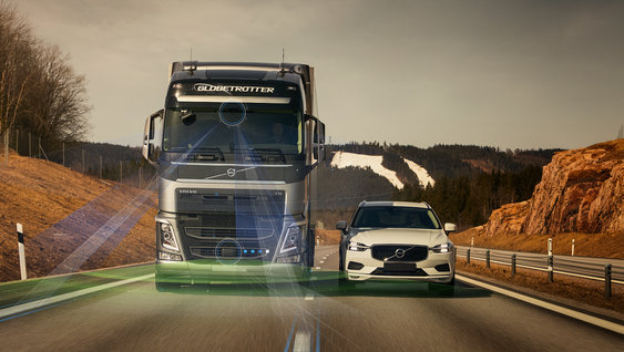 The Volvo FH driving side by side to a Volvo car