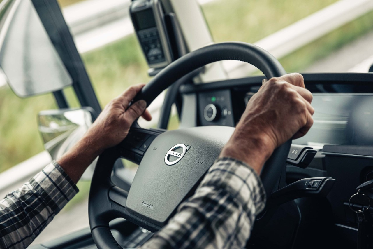 Volvo Dynamic Steering offers perfect stability and reduced strain.