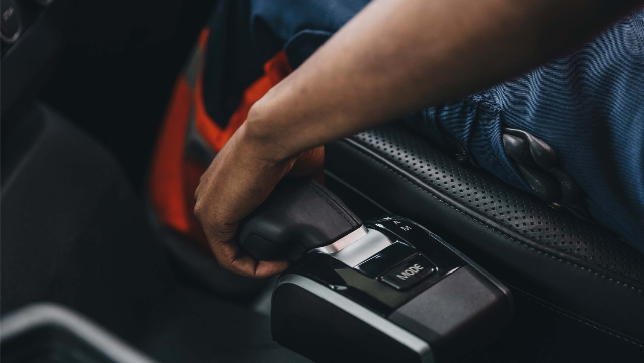 The I-shift gear lever is integrated in the Volvo FH driver seat.